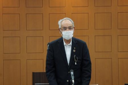 挨拶をする八重樫七郎委員長(北上市議会議長)